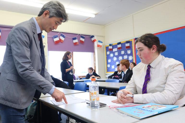 Daesuk Yang teaching Korean